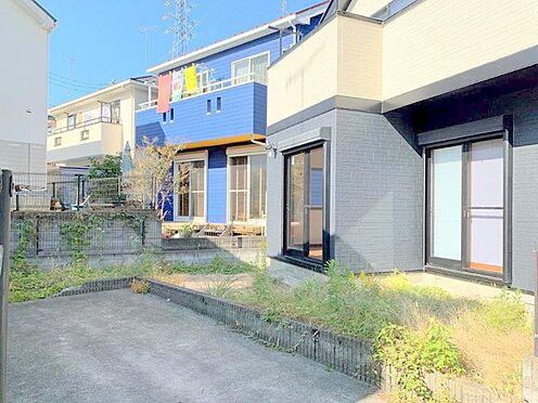 中古一戸建て-八王子市堀之内 南側には駐車スペースとお庭がございます。