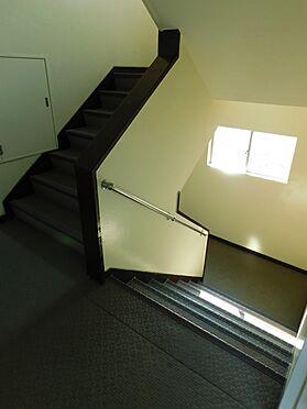 区分マンション-目黒区目黒本町2丁目 共用階段(手すり付き)