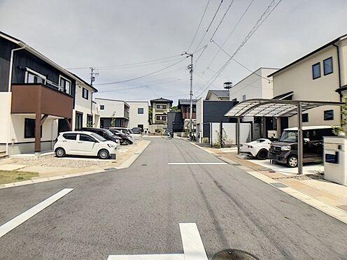 戸建賃貸-額田郡幸田町大字坂崎字石ノ塔 周辺は開けた低層の街並み、落ち着きと開放感を享受できる住宅地です!