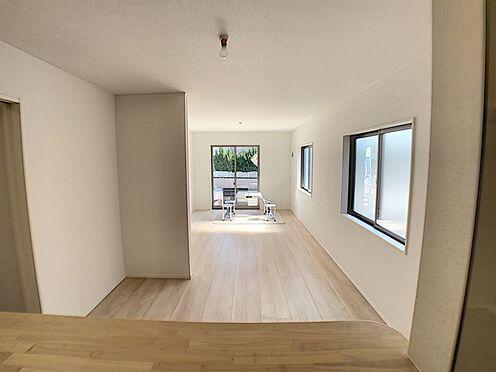 新築一戸建て-名古屋市名東区赤松台 キッチンから見た、リビングダイニング。お料理をしながらご家族と会話が楽しめます!