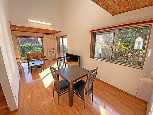 中古一戸建て-伊東市富戸大室高原 のんびりと過ごしたいリビングダイニングスペースです。