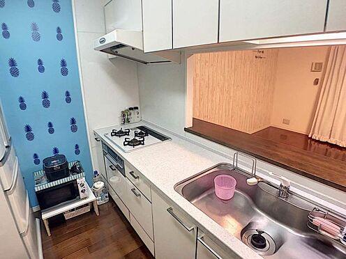 中古マンション-豊田市前山町3丁目 人気の対面キッチンです♪お料理しながらリビングでくつろぐ家族との会話を楽しめます!自然と会話が弾みますね♪