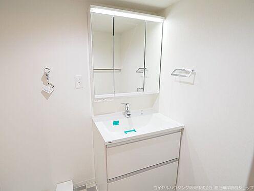 区分マンション-千葉市美浜区稲毛海岸4丁目 三面鏡付き洗面化粧台です!