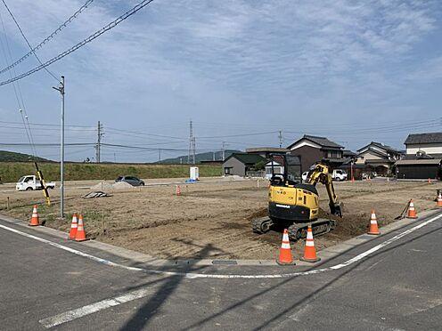 土地-西尾市吉良町上横須賀池端 静かな住宅街の一角に立地、落ち着いた佇まいです。