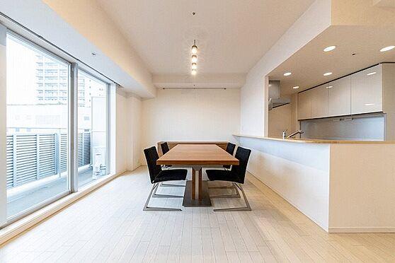 中古マンション-江東区東雲1丁目 大きなダイニングテーブルもスッと収まります。