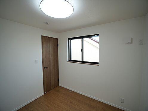 建物全部その他-大田区大森北4丁目 4.2畳洋室。どの部屋も2面以上採光があるのがうれしいですね。