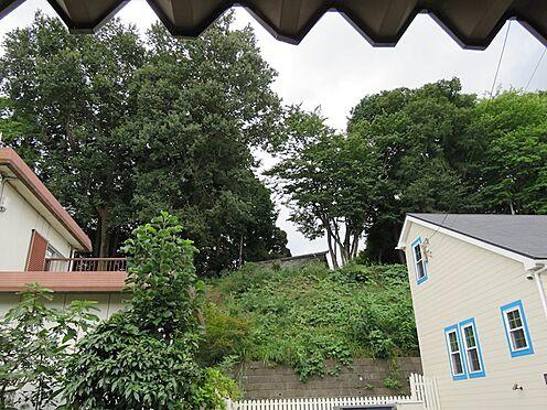 土地-八王子市南陽台2丁目 御嶽神社の緑が良く見えます。