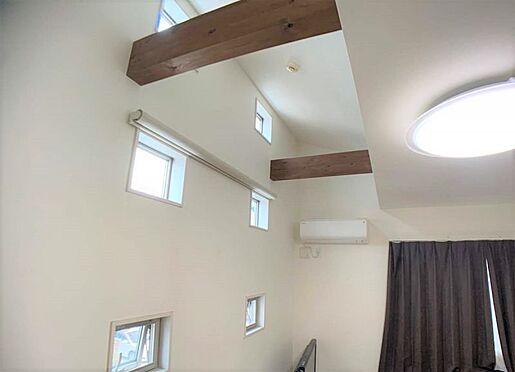 中古一戸建て-名古屋市北区八代町1丁目 2階吹き抜け小窓から暖かな日差しが差し込みます