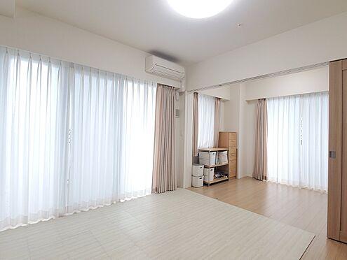 区分マンション-新宿区西新宿8丁目 リビングダイニング(約12帖) 家具、備品は販売価格に含まれません。
