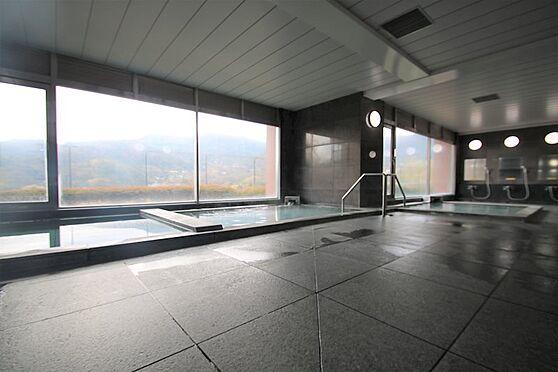 中古マンション-足柄下郡湯河原町宮上 大浴場(3):ダーク調の浴場、湯河原温泉をお楽しみください。