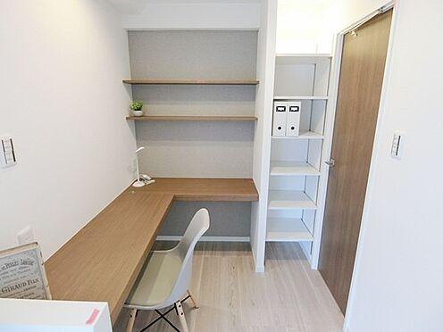 中古マンション-横浜市神奈川区栄町 ☆洋室7.7帖のDENスペースです☆デスクワーク、趣味のスペースとしてご利用いただけます☆