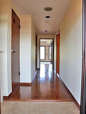 中古マンション-伊東市富戸 ≪玄関≫ 比較的段差の少ない玄関。