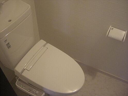 アパート-流山市おおたかの森北1丁目 ウォシュレット機能付温水洗浄便座のトイレです。