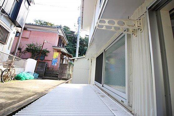 アパート-横須賀市富士見町2丁目 窓の外には物干しざおも設置済み