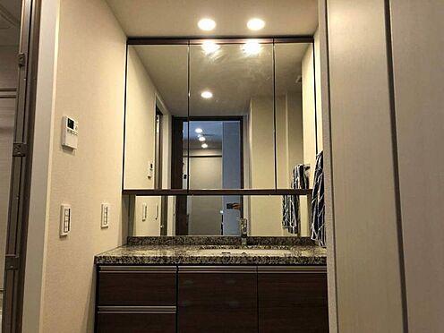 中古マンション-名古屋市瑞穂区田辺通2丁目 ワイドな鏡で使い勝手が良いです。
