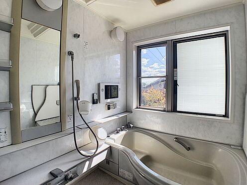 中古一戸建て-半田市のぞみが丘3丁目 開放感のある浴室。モニター付き