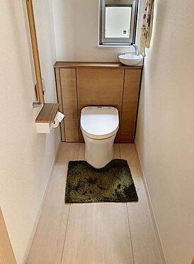 戸建賃貸-岡崎市桑原町字緑陽台 ついくつろいでしまいそうな空間のお手洗い。洗面器つきで便利ですね。