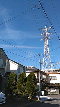 新築一戸建て-上尾市上町1丁目 建物上空に送電線が架かっておりますが、売主が『人体に無害』の旨調査済みです。