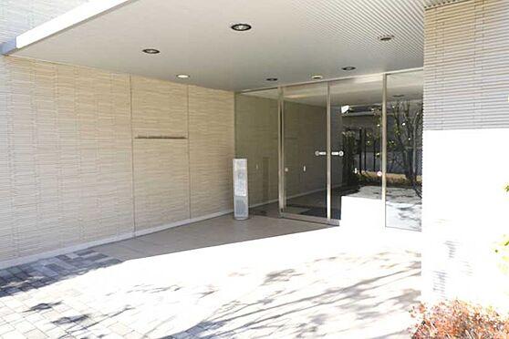 中古マンション-八王子市鑓水2丁目 エントランス入口(遊歩道側)