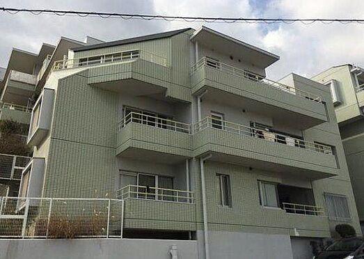 マンション(建物一部)-神戸市長田区西山町4丁目 豊かな自然に映える白い外観