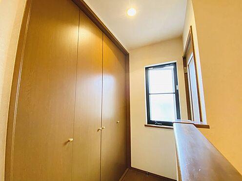 中古一戸建て-大野城市つつじケ丘6丁目 2階廊下にも大きな収納スペースがございます!