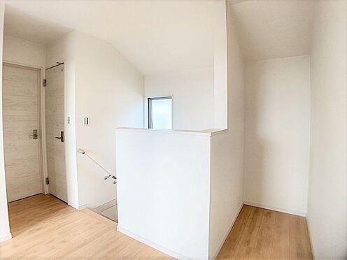 新築一戸建て-名古屋市名東区梅森坂3丁目 木目と白を基調とした清潔感溢れる室内。