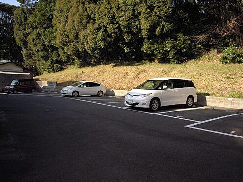 アパート-北九州市八幡西区町上津役東3丁目 駐車場は各部屋2台分は確保出来ます。