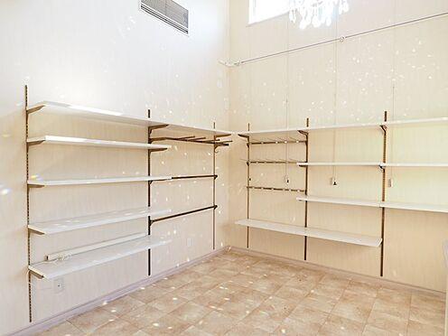 店舗事務所(建物一部)-大網白里市季美の森南3丁目 店舗は22帖、可動式の棚付き