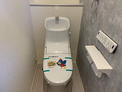 新築一戸建て-豊田市畝部東町川田 収納一体型トイレとなっているので、掃除道具などを収納しスッキリとさせることが出来ます。(1階のみ)