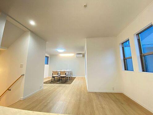 新築一戸建て-名古屋市北区大杉1丁目 広々バルコニーに面しているリビングは日当たり良好です。