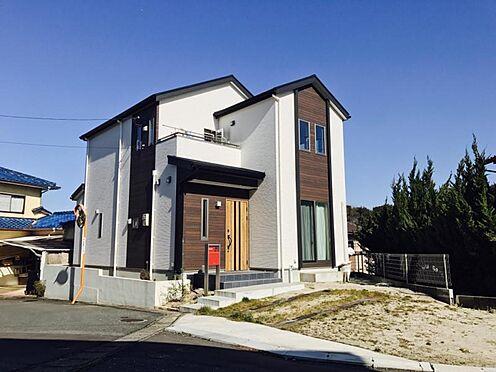 中古一戸建て-福岡市早良区野芥5丁目 別角度からの外観写真です。駐車2台可能です。