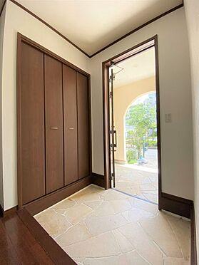 中古一戸建て-長久手市山野田 玄関には収納が充実しており、すっきりとした玄関を保てます。