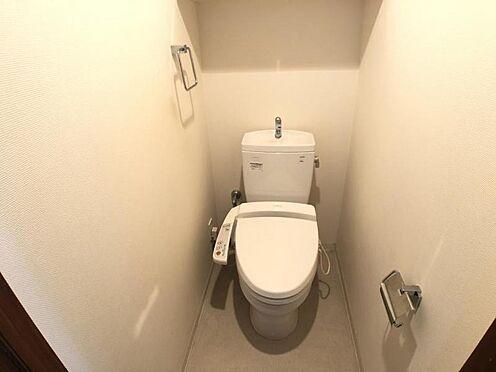 区分マンション-名古屋市西区稲生町字杁先 今では当たり前のウォシュレット付き。便座を温める機能もついていて、居心地良くてトイレから出られなくなるかも!