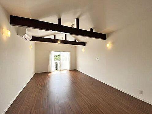 中古一戸建て-伊東市赤沢 ≪洋室≫ 2階約13帖の洋室。