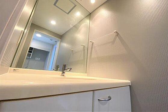 リゾートマンション-熱海市上多賀 洗面台:ホテルライクにデザインされた高級感のある独立洗面台。広々しており使いやすいです。