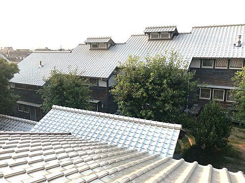 アパート-名古屋市名東区大針2丁目 屋根は特徴的な白い瓦屋根です。