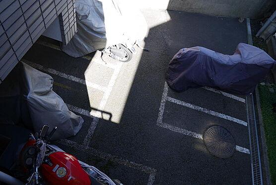 マンション(建物一部)-川崎市多摩区中野島6丁目 屋根付き自転車置場と別に大型バイク置場がありご好評です