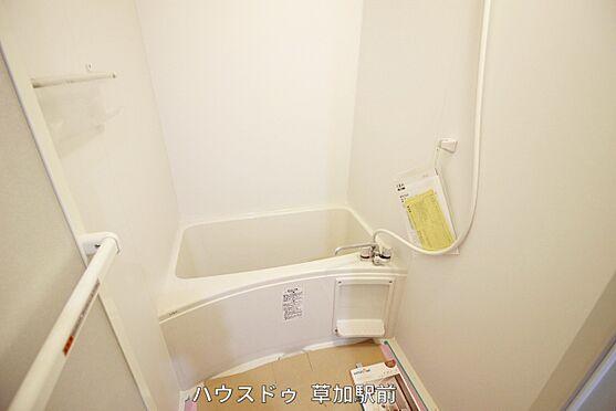 店舗・事務所・その他-川越市宮元町 浴室のドアは折れ戸なので開け閉めした時のデッドスペースが少なく済みます♪