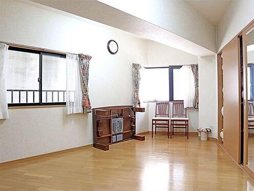 中古マンション-伊東市富戸 〔洋室〕約10.8帖の洋室です。収納も十分ございます。