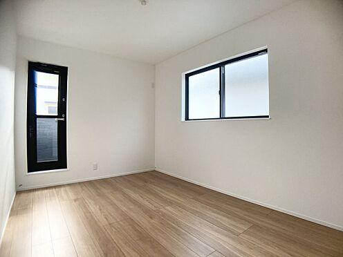 新築一戸建て-福岡市城南区樋井川4丁目 バルコニーへ抜けられる洋室です。