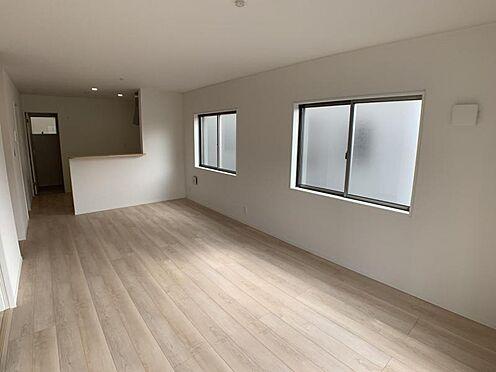 戸建賃貸-名古屋市西区上小田井1丁目 窓から明るい光が差し込む室内