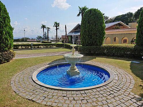 中古マンション-伊東市八幡野 エントランス前の噴水です。