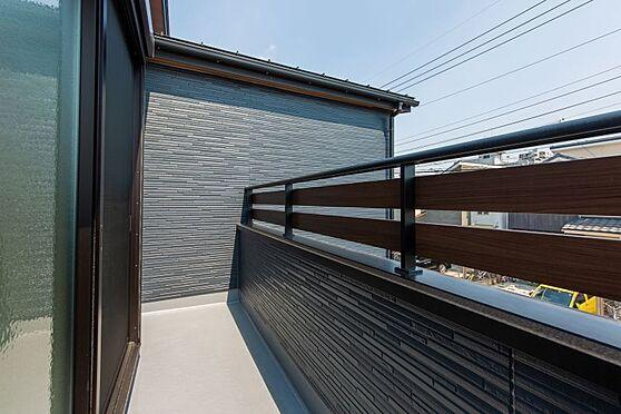 戸建賃貸-名古屋市千種区南ケ丘1丁目 陽当たりのいいバルコニー、洗濯物も沢山干せますね。(同仕様)