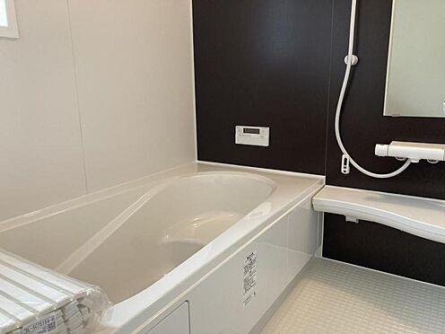 新築一戸建て-東海市養父町八ケ池 一日の疲れを癒す浴室(写真は2号棟仕様です)