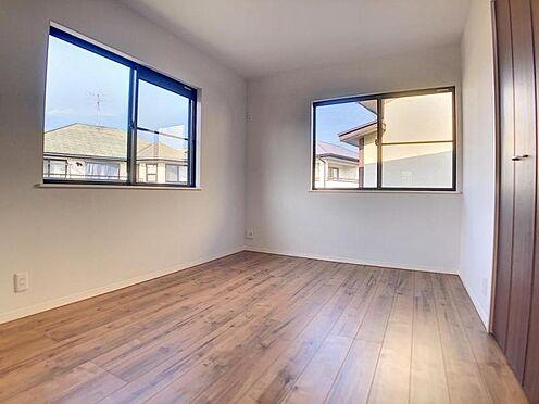 中古一戸建て-福岡市早良区飯倉4丁目 二面採光で日当たり良好の洋室3です。
