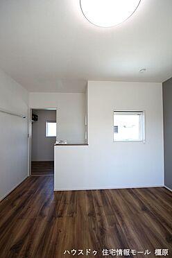 戸建賃貸-磯城郡田原本町大字阪手 洋室には全てクローゼットがございます。沢山の衣類や小物もすっきり整理できますね。