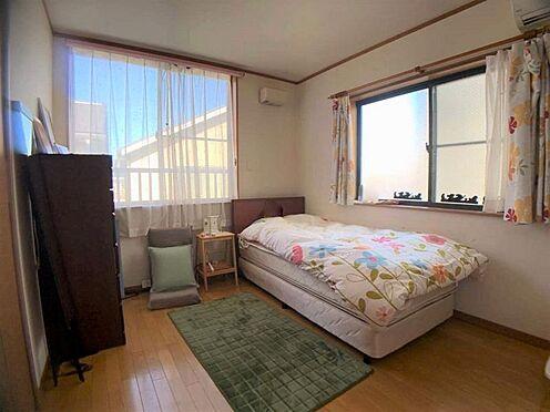 中古一戸建て-名古屋市西区宝地町 全居室6帖以上の広々とした室内は、ベッドを置いてもゆとりがあります。