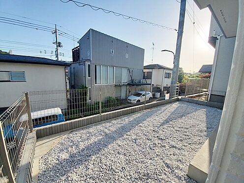 新築一戸建て-町田市金井7丁目 外から撮影したお庭スペースです。道路面より高くプライベート性も高めです。