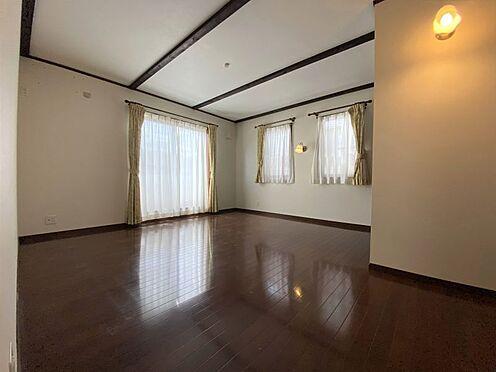 中古一戸建て-長久手市山野田 暖かな日差しが室内に差し込みます。