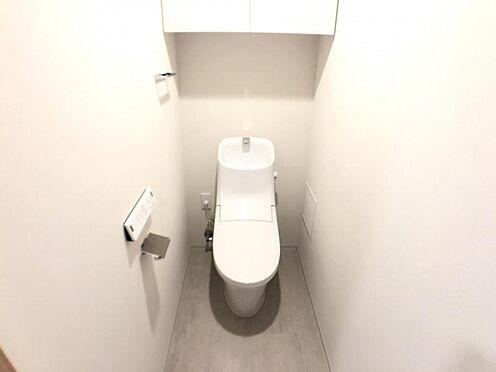 区分マンション-名古屋市西区名駅2丁目 節水型でエコなトイレには、今では当たり前のウォシュレット付き。便座を温める機能もついていて、居心地良くてトイレから出られなくなるかも!